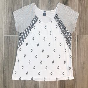 Old Navy Black and White Patterned Tee Size Small